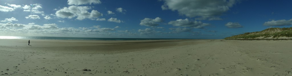 A vast and wild beach to the North of Carteret, below the ruined church of Saint-Germain-le-Scot.