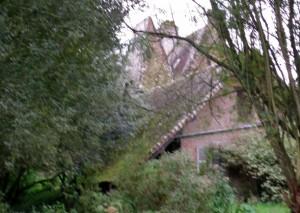 Rainy view of the Manoir
