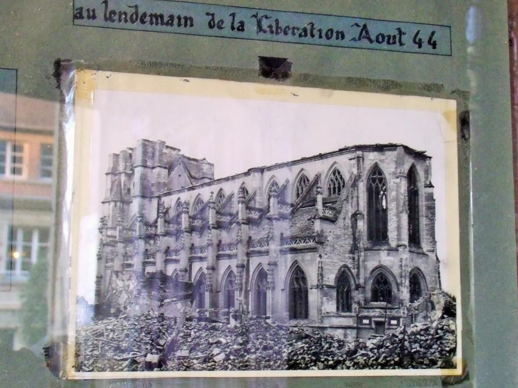 """Église Saint-Michel de Pont-l""""Évêque 1944"""