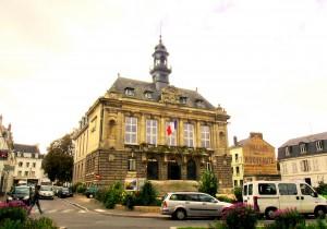 Town Hall, Vernon - nice flag!