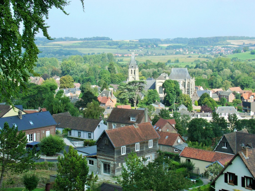 Views over Arques-la-Bataille, we have a postcard of that church!