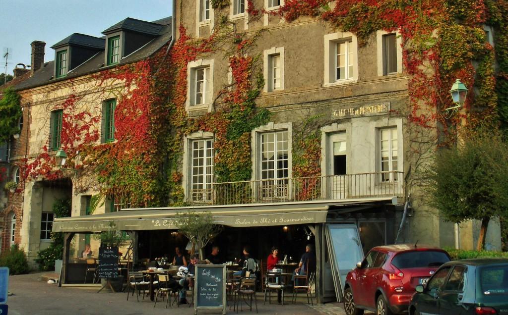 Evening sun in Beaumont-en-Auge