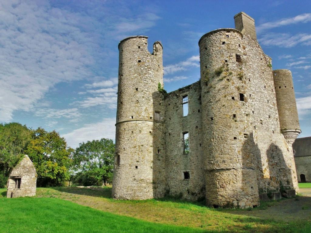 The ruins of Château de Montfort at Remilly-sur-Lozon, Normandy 9