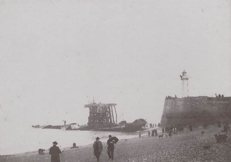 Photo from January 1899, the jetty and wreck