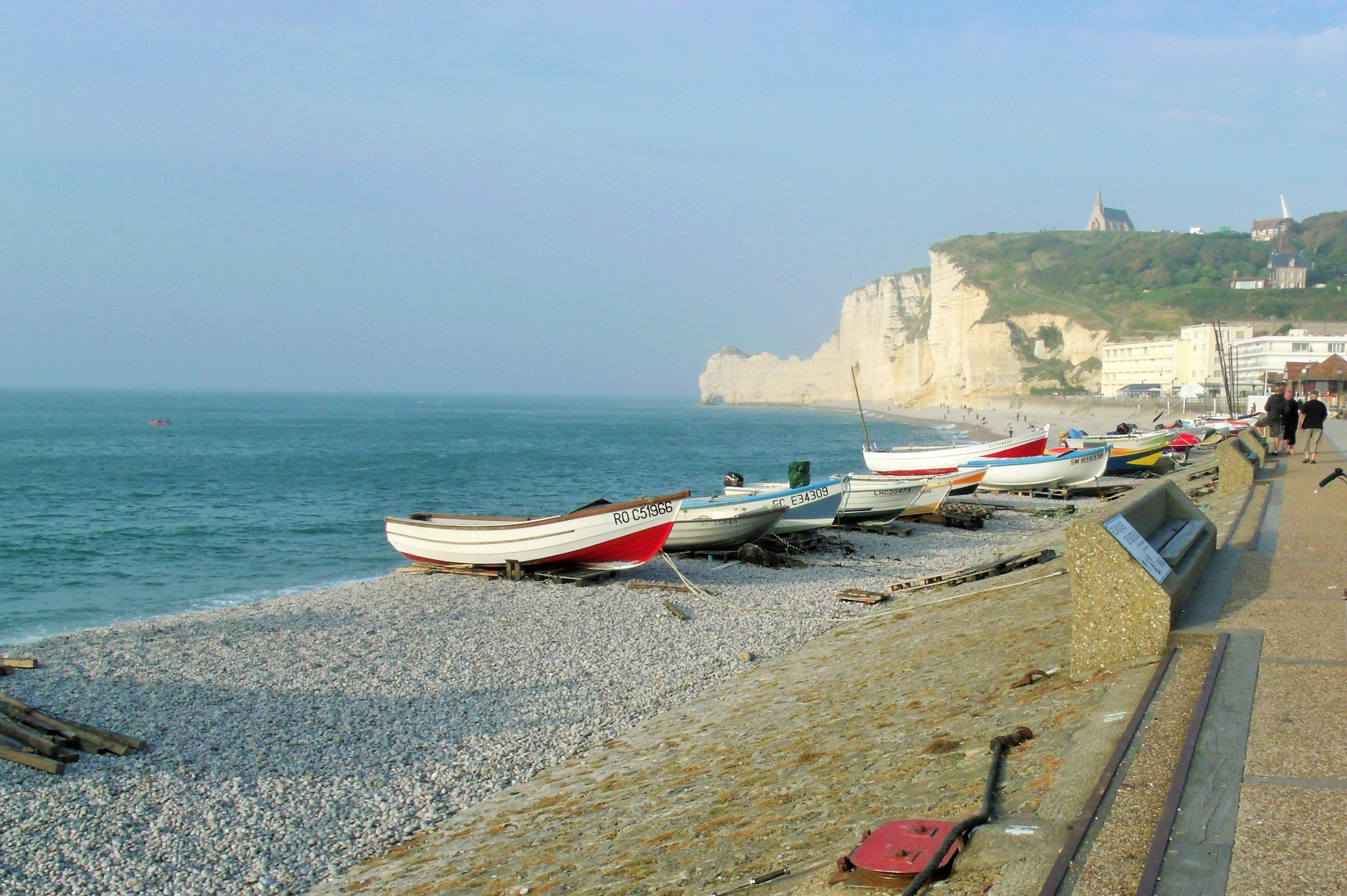 Fishing boats at Etretat - Match!