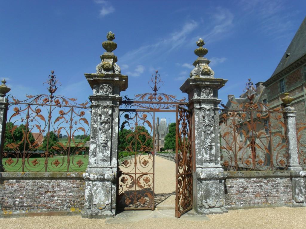 Château Carrouges iron gates