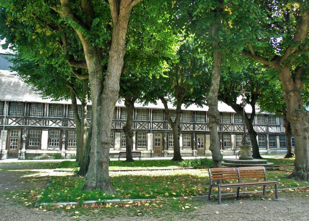 L' aître Saint-Maclou in Rouen6