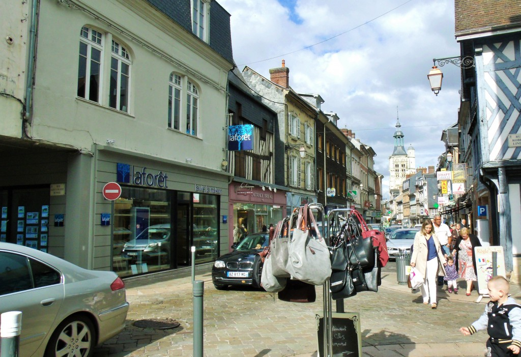 Rue Thiers in Bernay, Eure, match for our vintage postcard