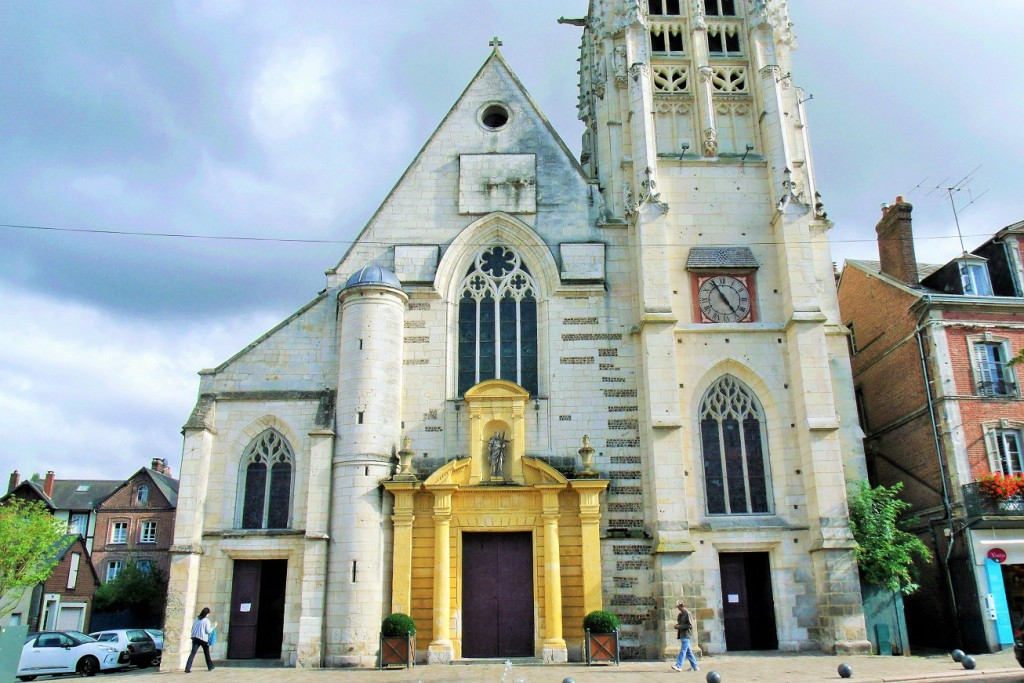 L'église Sainte-Croix Bernay