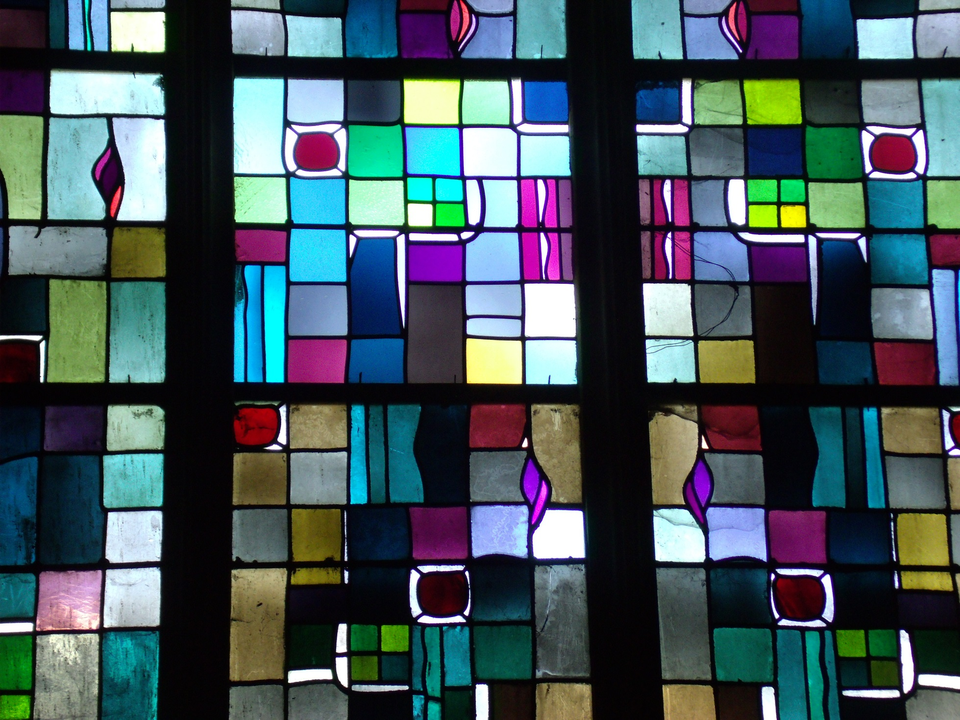 Some of the windows at Église Saint Jean, Caen are by Max Ingrand, recognisable by the soft abstract style.