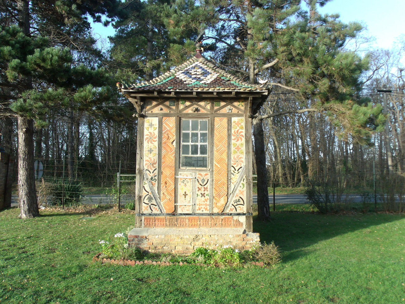 In the grounds of Poterie du Mesnil de Bavent