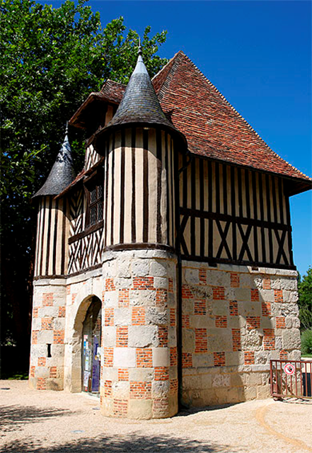 The gatehouse at Château de Crèvecoeur, in Calvados, Normandy