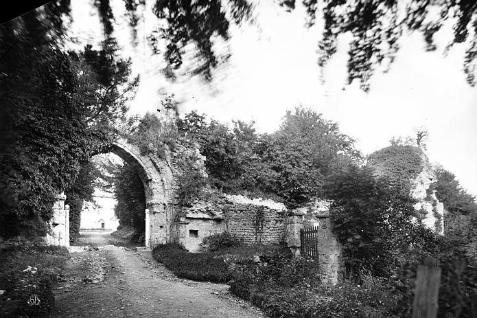 Original entrance to Le château de Bonneville-sur-Touques