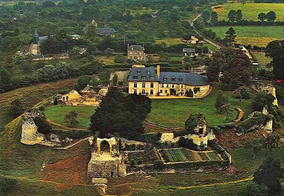 Vintage postcard arial view of château de Bonneville-sur-Touques