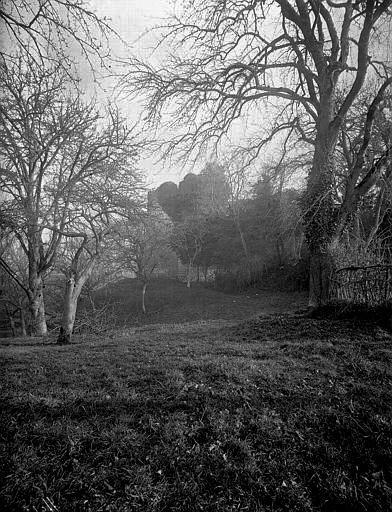 Fosses, ditches, around Le château de Bonneville-sur-Touques