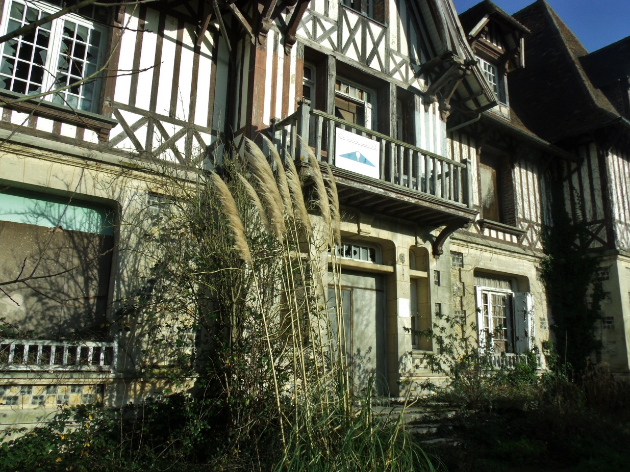 Through the brambles to Le Manoir des Creusniers