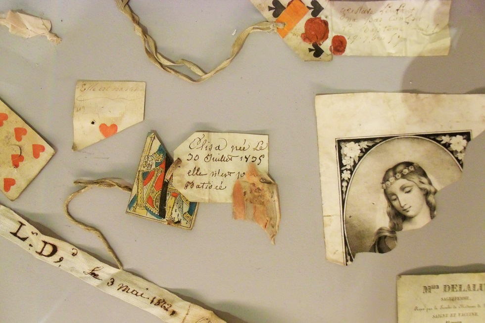 Items left with abandoned babies, in Rouen Normandy