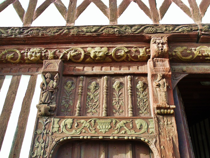 Carving Henry IV House, St Valery en Caux