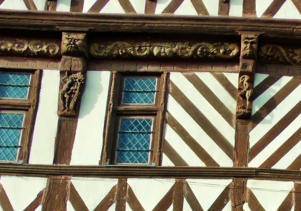 Maison Henri IV, woodcutter top left