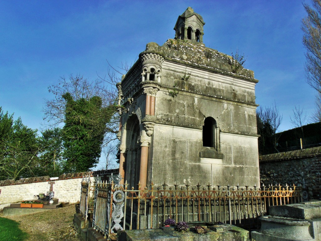 Tomb of Duc du Camposelice at Pennedepie
