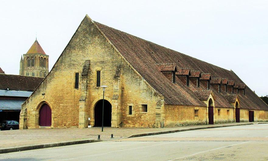 The market hall in Saint Pierre-sur-Dives - match!