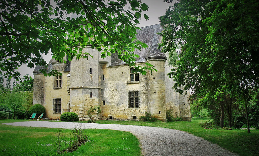 Manoir d'Argentelles, happily restored and a match!