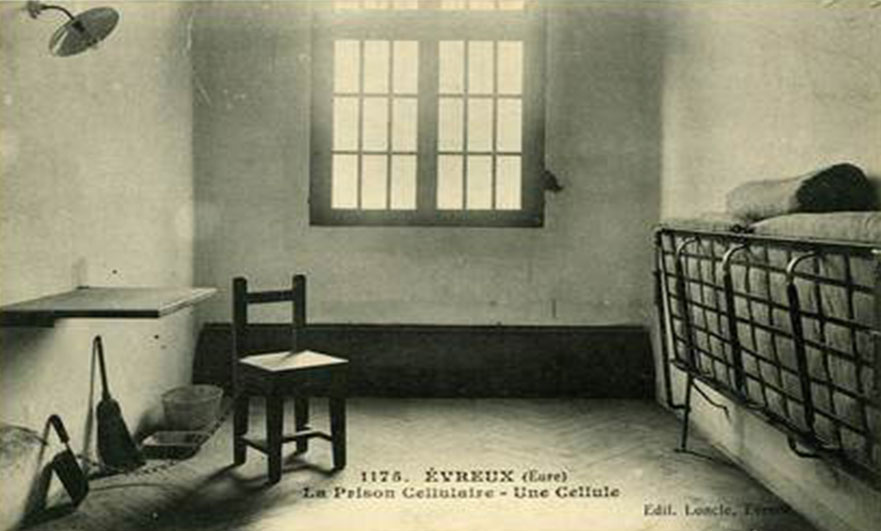 Vintage postcard of a cell in the the old Évreux prison