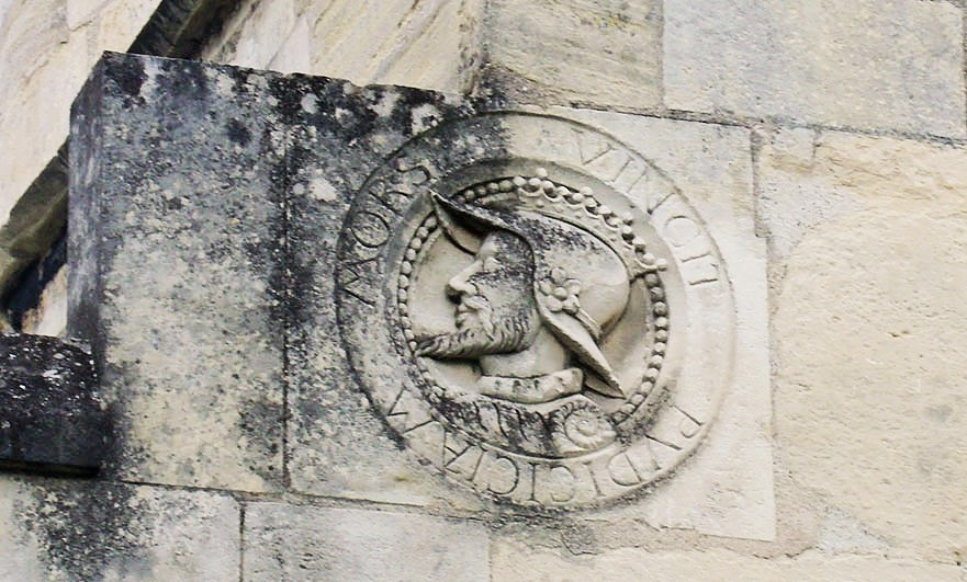 Medallion on the Manoir des gens d'Armes, today