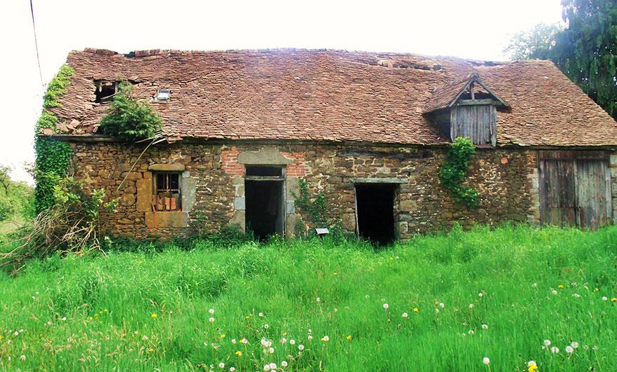 Big barn opposite the entrance
