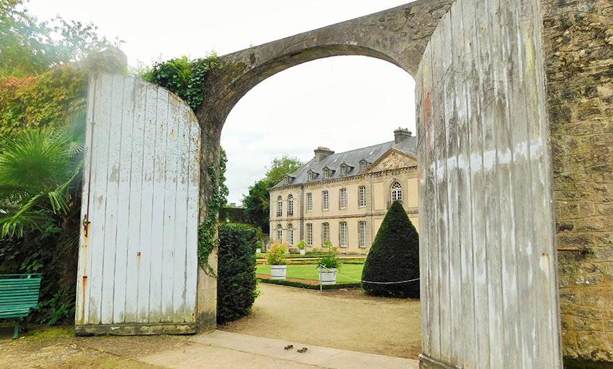 Rear entrance to L'hôtel de Beaumont, in Valognes