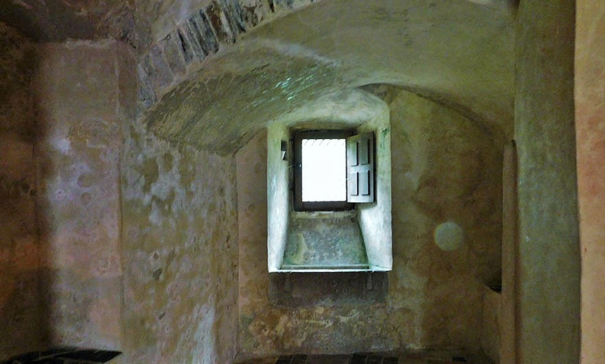 chateau-pirou-interior