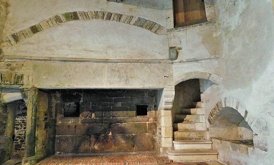 fireplace-chateau-pirou