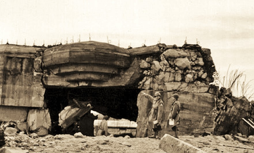 24th Cavalry Reconnaissance inspect the bunkers at Blankenese, June 1944