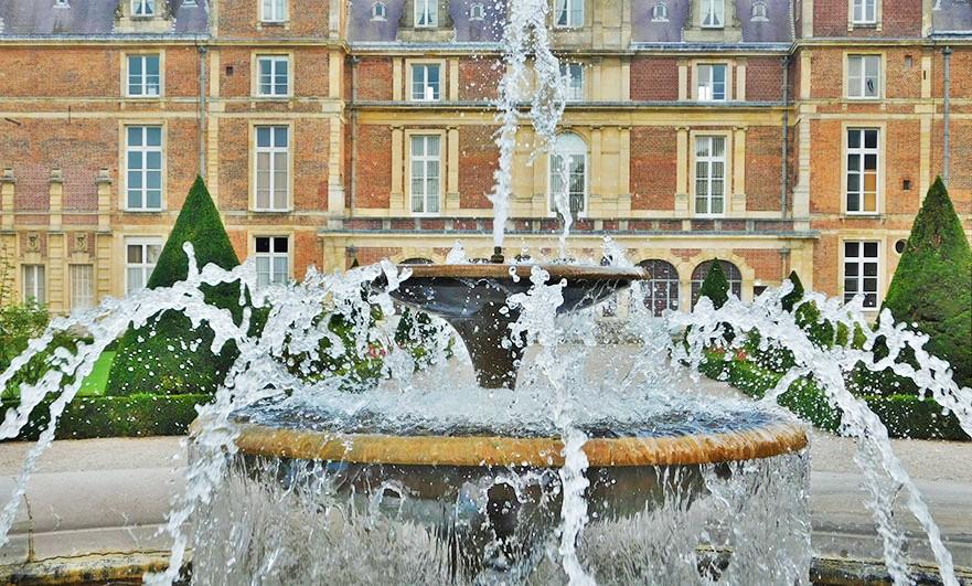 chateau-d-eu-seine-maritime-normandy-fountain
