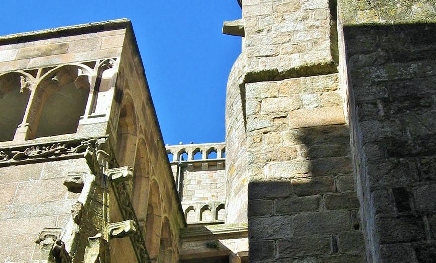 mont-saint-michel-stones
