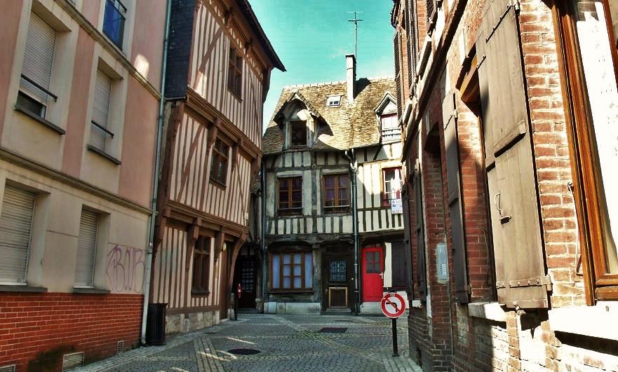 rue-aux-huiliers-louviers