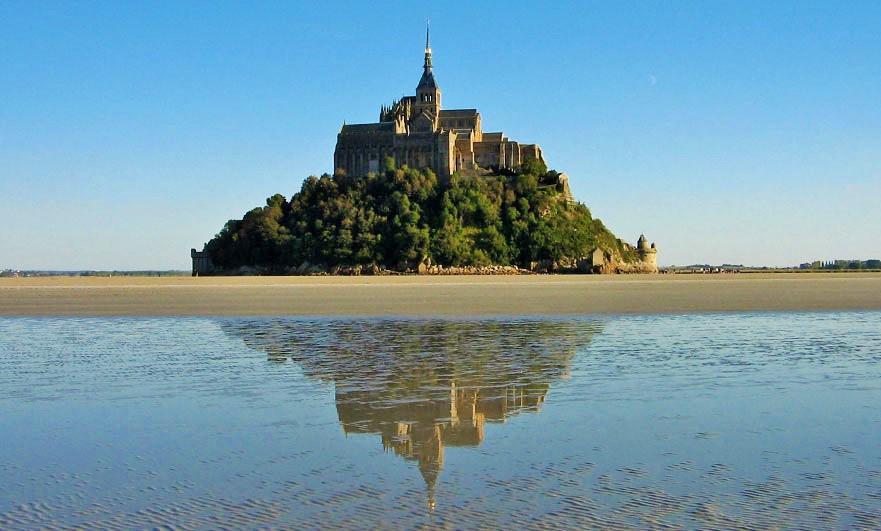 mont-saint-michel-reflection