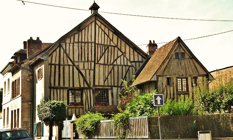 A few medieval Louviers houses survived WW2 - Rue Tatin, by the church.