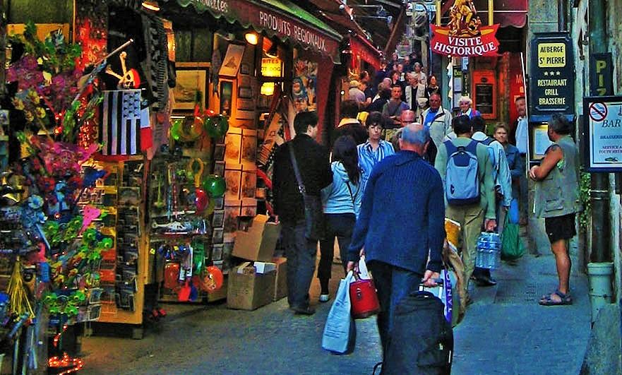 walking-up-to-saint-michel-shop