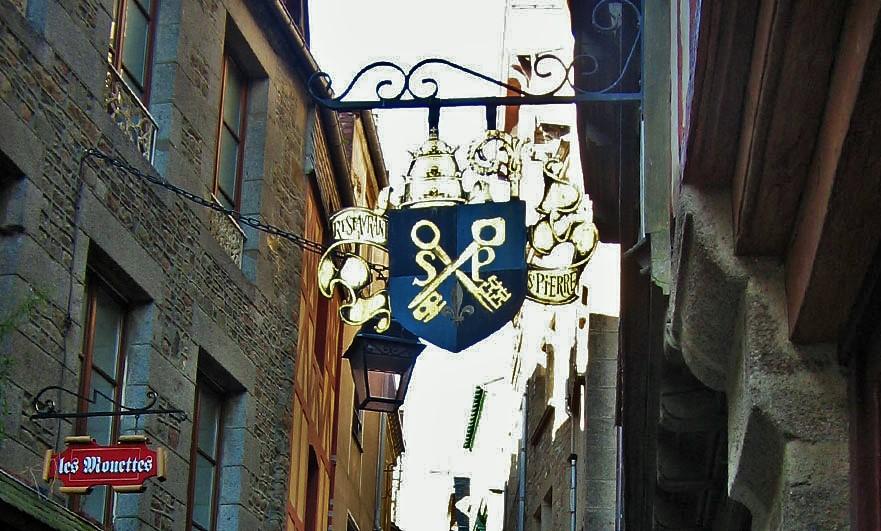 walking-up-to-saint-michel