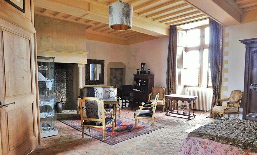 Chateau-de-Crosville-bedroom