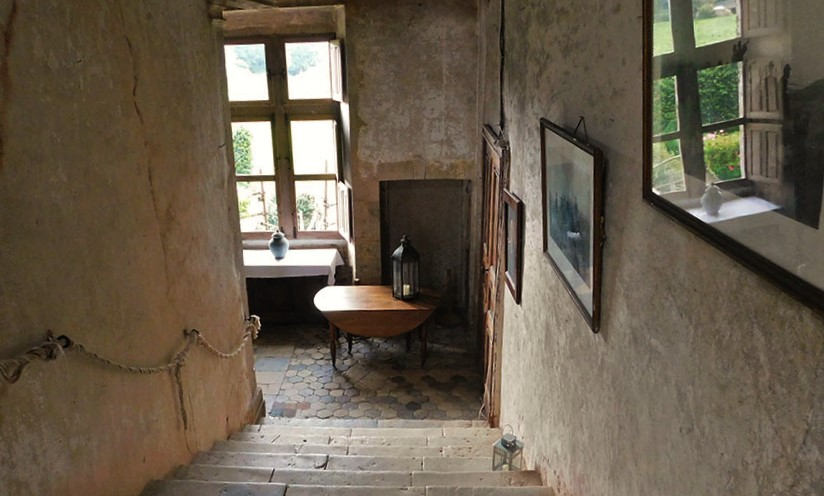 Chateau-de-Crosville-interior-staircase