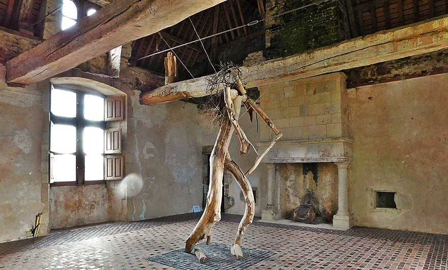 Chateau-de-Crosville-wooden-creature