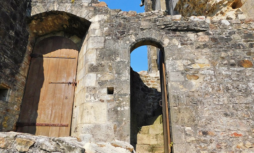 Chateau-de-Saint-Sauveur-le-Vicomte-dooryway-by-the-tower