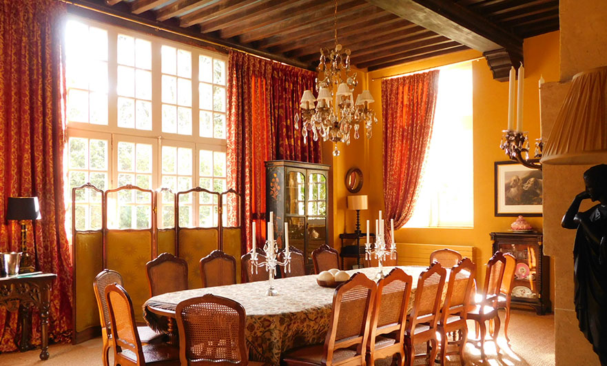 Dining room at Le vieux chateau Le Renouard