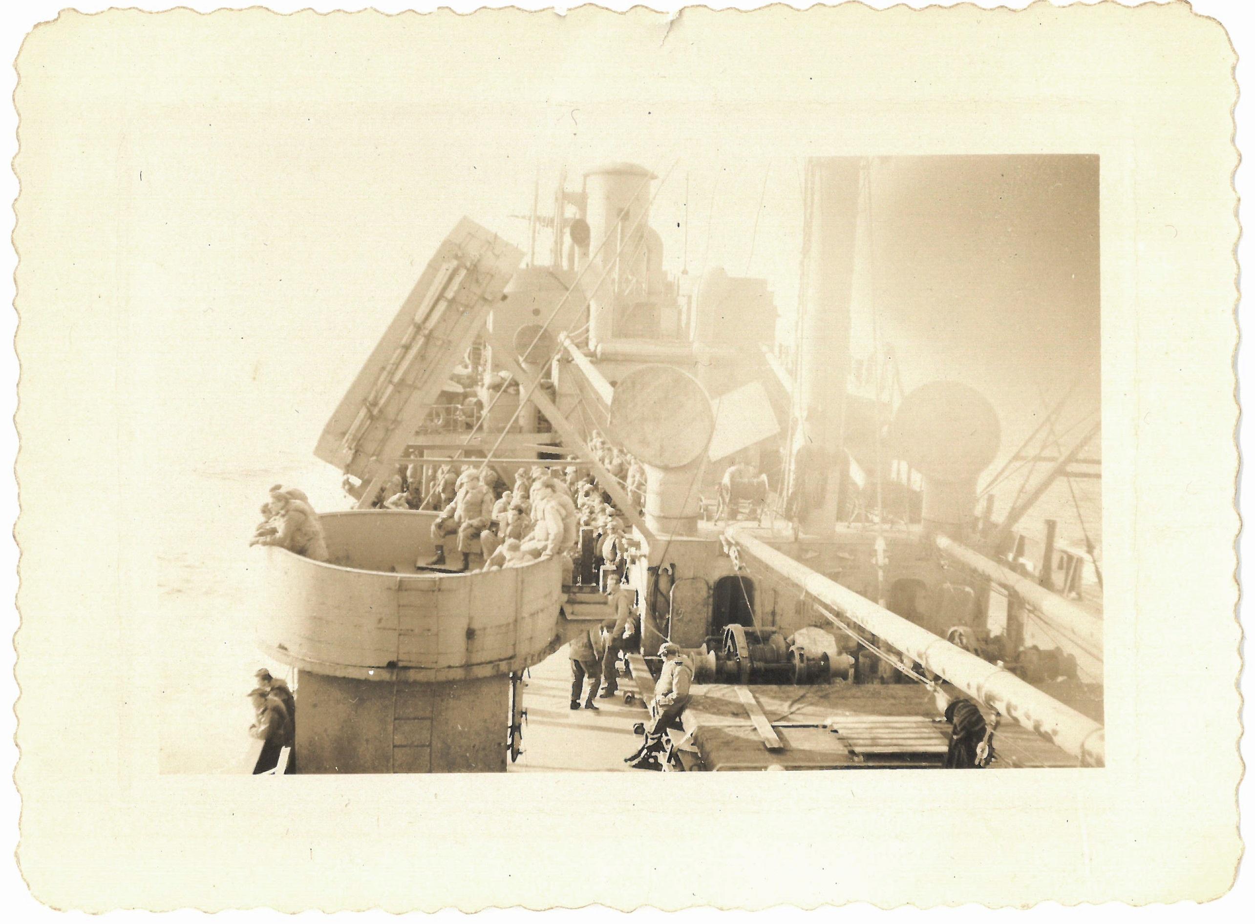 Sailing to war 1944