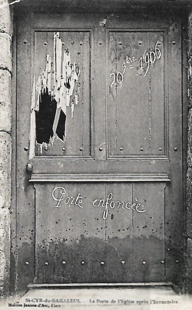 Broken door of Église Saint-Cyr-Sainte-Juliette November 1906