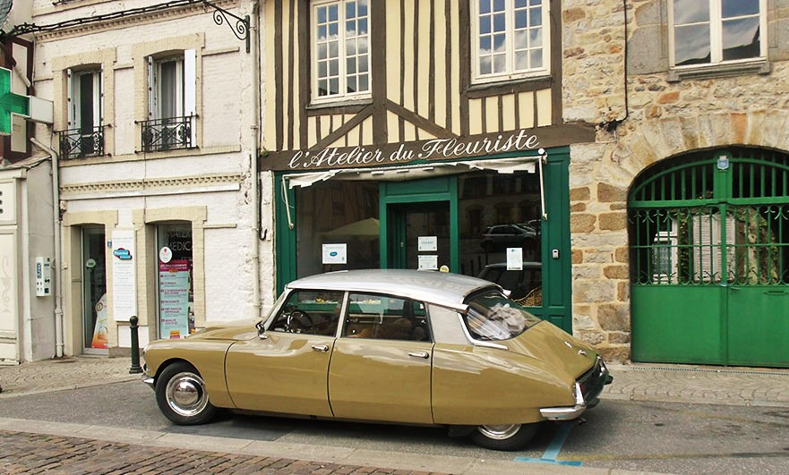 Rather fine Citroën DS seen in Domfront