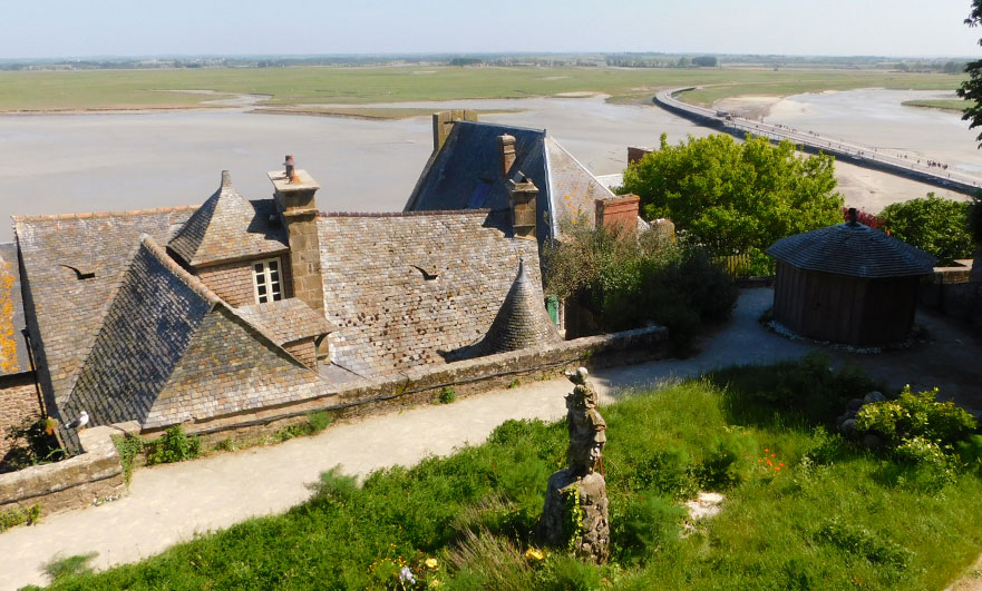 Garden of the Musée d'Histoire Mont Saint-Michel. Camera-not-working-Obscura on the right