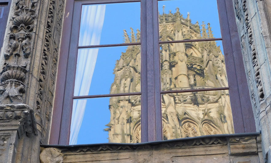 Tour de Beurre reflected in the windows of the Tourist info office